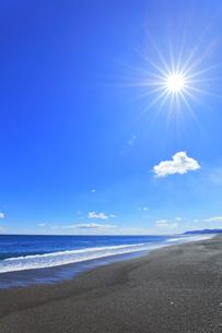 海と空に太陽の写真素材 [FYI04117005]