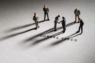 新型コロナウイルスの写真素材 [FYI04117234]