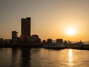 【香川県高松市】夕方のサンポート高松周辺 高松港の写真素材 [FYI04117452]