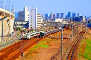 ミニチュア風に撮影した電車の写真素材 [FYI04117464]