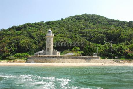 映画ロケ地にもなった、雌雄諸島は男木島北端部のトウガ鼻に建つ男木島灯台の写真素材 [FYI04117594]