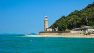 モーターボートで瀬戸内海の男木島灯台の写真素材 [FYI04117598]