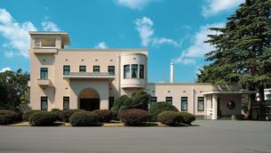 アールデコの館と呼ばれる旧朝香宮邸を利用した東京都庭園美術館の写真素材 [FYI04117728]