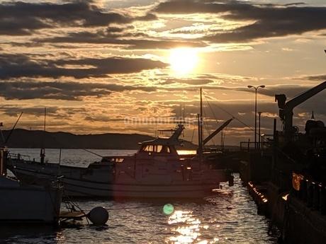 江の島の朝日の写真素材 [FYI04117788]