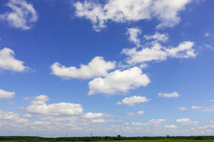 青空と雲の写真素材 [FYI04117936]