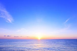 海と朝日の写真素材 [FYI04118375]
