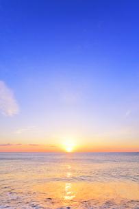 海と朝日の写真素材 [FYI04118376]