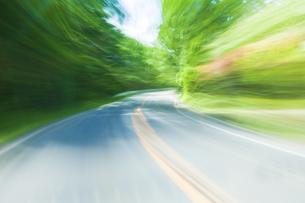車窓より流れる景色の写真素材 [FYI04118664]