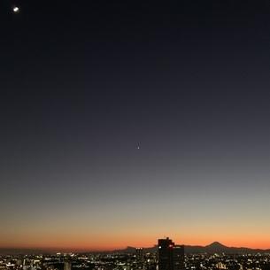 月と金星と富士山の写真素材 [FYI04119668]