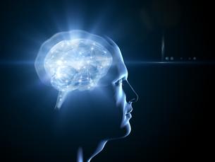 男の横顔と光る脳のイラスト素材 [FYI04119696]