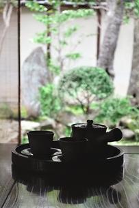 和室に置いたお茶セットの写真素材 [FYI04119848]