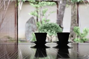 和室に置いたお茶セットの写真素材 [FYI04119849]