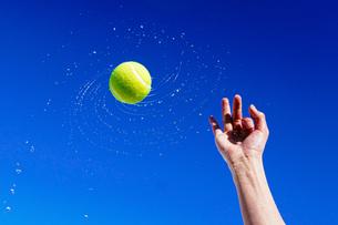 テニスボールの写真素材 [FYI04120106]