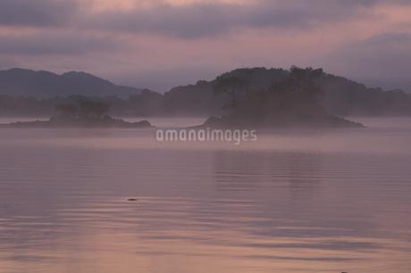桧原湖の朝の写真素材 [FYI04120207]