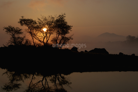 桧原湖の朝の写真素材 [FYI04120209]