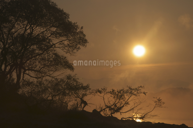 桧原湖の朝の写真素材 [FYI04120211]