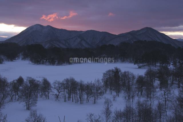 小野川湖の朝の写真素材 [FYI04120263]