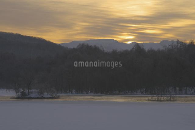 小野川湖の朝の写真素材 [FYI04120309]