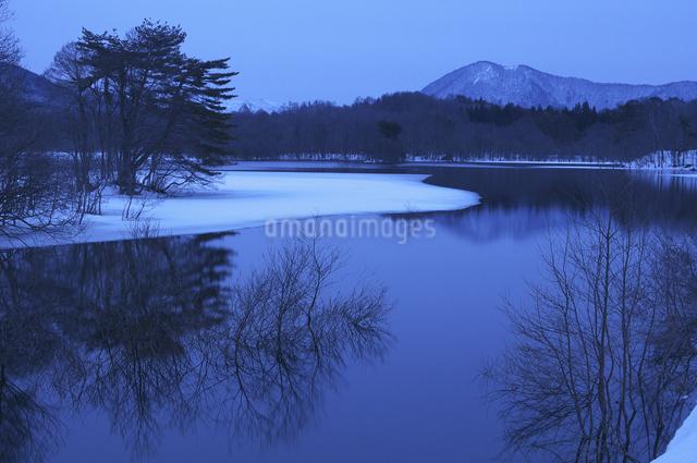 小野川湖の朝の写真素材 [FYI04120327]