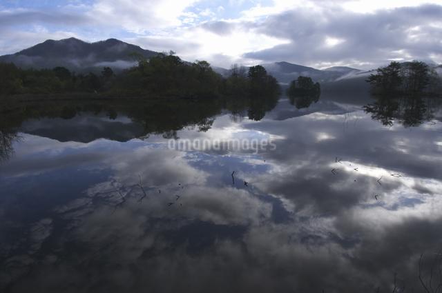 小野川湖の朝の写真素材 [FYI04120362]