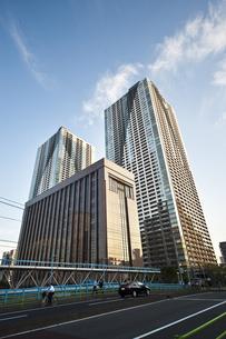 隅田川沿いの高層マンションの写真素材 [FYI04120649]