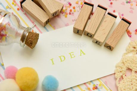 idea アルファベットスタンプをならべて単語にした素材の写真素材 [FYI04120650]