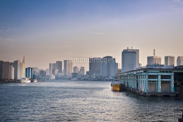 隅田川沿いの高層マンションの写真素材 [FYI04120701]
