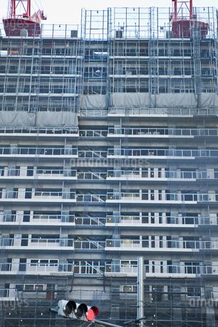 建設中の高層マンションの写真素材 [FYI04120707]