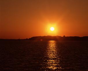 夕陽の写真素材 [FYI04121123]