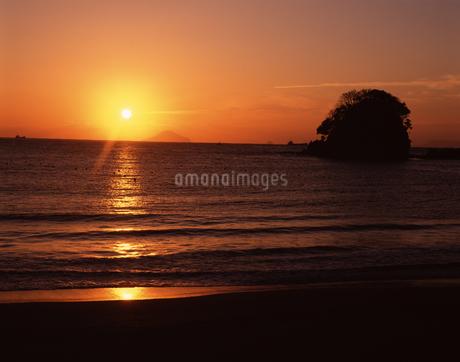 弓ヶ浜からの日の出の写真素材 [FYI04121178]