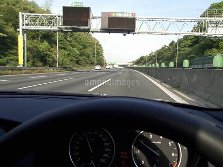 高速道路のトンネル入口の写真素材 [FYI04125734]