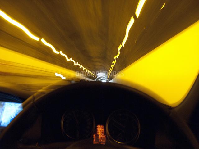 高速道路のトンネルの写真素材 [FYI04125747]
