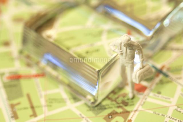 地図とフィギアの写真素材 [FYI04125887]