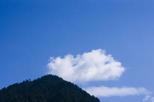 山と雲の写真素材 [FYI04126794]