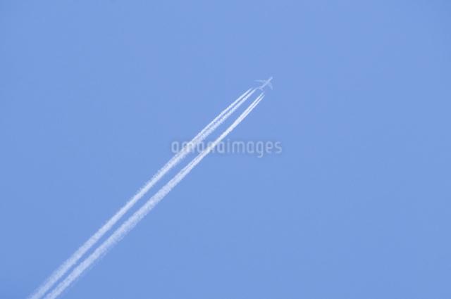 飛行機雲の写真素材 [FYI04127764]