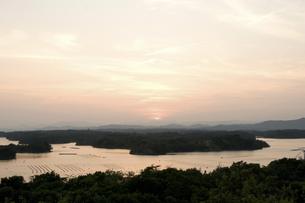夕暮れの英虞湾の写真素材 [FYI04127822]