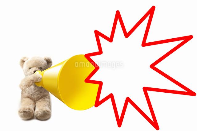 クマのぬいぐるみとメガホンの写真素材 [FYI04127969]