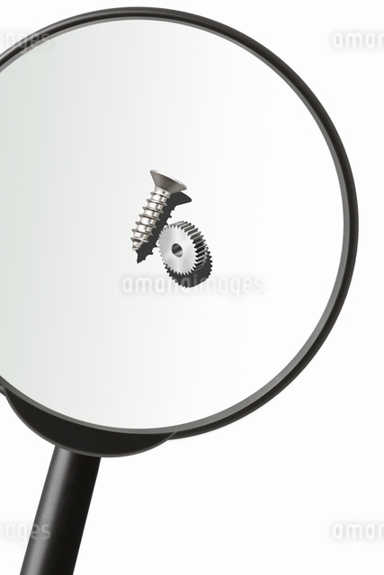 虫眼鏡とネジの写真素材 [FYI04128029]