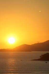 リオ州の夏の海の夜明けの写真素材 [FYI04128192]