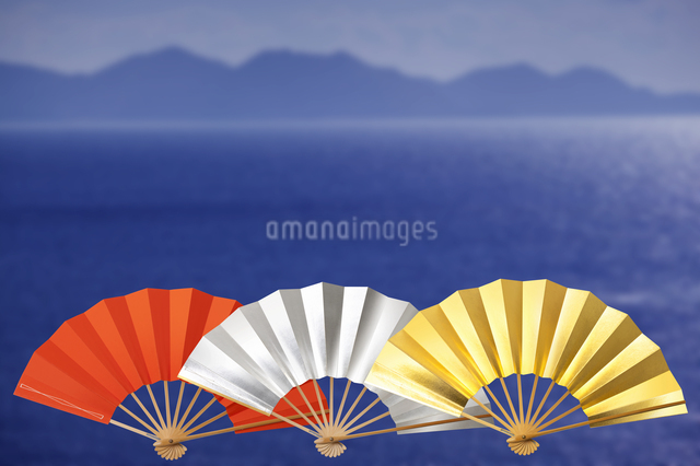 扇子と海の写真素材 [FYI04128255]