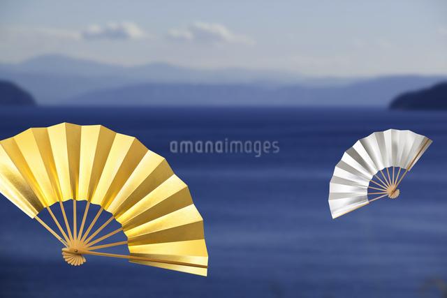 扇子と海の写真素材 [FYI04128256]