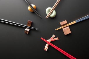 箸と箸置きの写真素材 [FYI04128376]