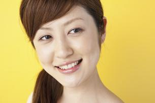 笑顔の女性の写真素材 [FYI04129447]