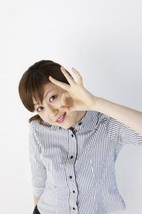 オッケーサインをする女性の写真素材 [FYI04129516]