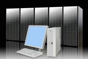 パソコンとサーバーの写真素材 [FYI04130183]