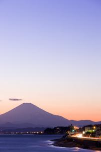 江の島と富士山の写真素材 [FYI04130792]