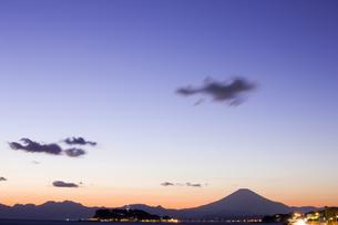 江の島と富士山の写真素材 [FYI04130794]