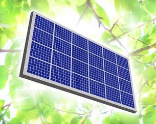 新緑の中のソーラーパネルのイラスト素材 [FYI04131101]