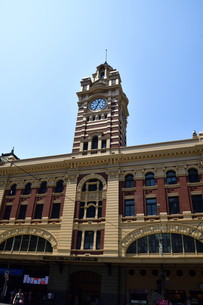 メルボルンのフリンダーズストリート駅の時計台の写真素材 [FYI04131128]