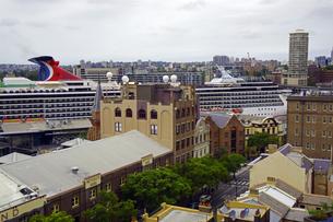 オーストラリア シドニーのロックスの外国船旅客ターミナルのクルーズ船の写真素材 [FYI04131156]